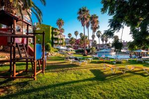 Zona de juegos infantil en Aparthotel HG Jardin de Menorca