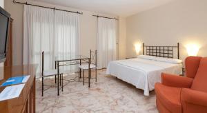A bed or beds in a room at Apartamentos Vértice Bib Rambla