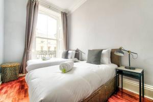 A bed or beds in a room at Luxury Designer West End 2 bedroom Apt