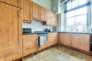 A kitchen or kitchenette at Luxury Designer West End 2 bedroom Apt