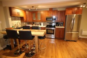 A kitchen or kitchenette at 3 BEDROOM SPACIOUS CONDO ON THE PLATEAU
