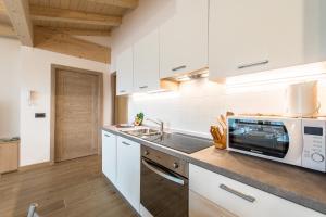 Кухня или мини-кухня в Attico Elbetina