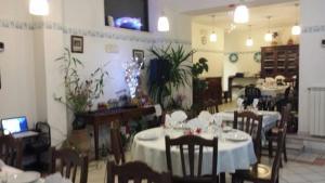 Un restaurante o sitio para comer en La Locanda della Picciolana