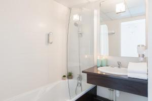 A bathroom at Appart'City Confort Lyon Vaise
