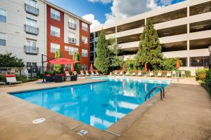 The swimming pool at or near Downtown Atlanta Apartments by 1stHomeRent