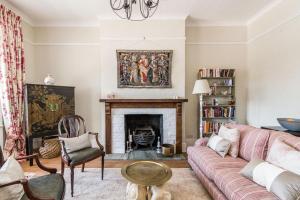 Ein Sitzbereich in der Unterkunft NEW Luxury 1BD Flat in Heart of Kensington Olympia