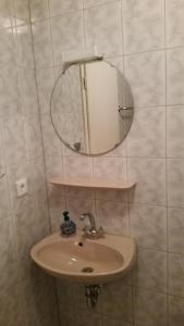 A bathroom at Gasthaus zum Adler