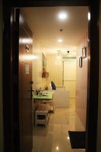 A bathroom at French Nest at Baguio- Megatower Residences