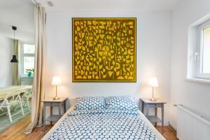 A bed or beds in a room at Der Schöne Ernst