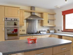 A kitchen or kitchenette at Osprey View