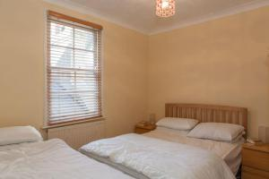 A bed or beds in a room at The Weymouth Sea Front Holiday Flat