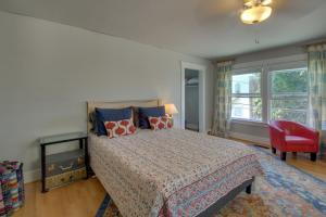 Posteľ alebo postele v izbe v ubytovaní West Bremerton Cozy Home