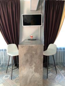 Телевизор и/или развлекательный центр в Apartment on Gertsena 87A