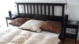 A bed or beds in a room at Central City Apartment Würzburg