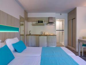 Uma cama ou camas num quarto em Aparthotel Floramar