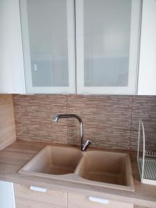 Ванная комната в Rafina Port Paradise