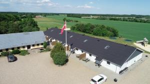 Een luchtfoto van Fitting Landsbyferie Apartments