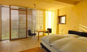 Ein Bett oder Betten in einem Zimmer der Unterkunft kleines Gartenapartment