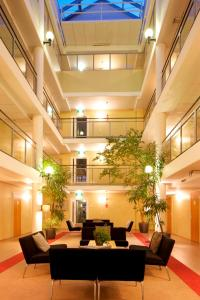 Lobbyn eller receptionsområdet på Hellsten Espoo