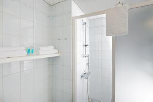 Ett badrum på Hellsten Espoo