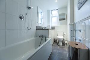 A bathroom at Excel Apartments Strand