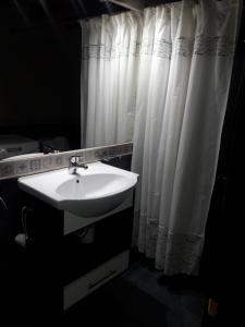 Un baño de Cabaña Tibor