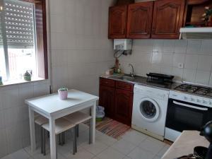 A kitchen or kitchenette at Casa Das Riscas Verdes