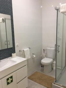 A bathroom at Riad'Aveiro Ap
