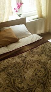 En eller flere senge i et værelse på M&C Apartmans