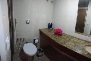 A bathroom at Condominio Ondina Residence