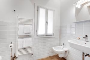 A bathroom at Giardini - Biennale Apartments