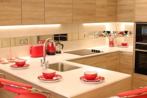 A kitchen or kitchenette at Exquisite Waterside Homes
