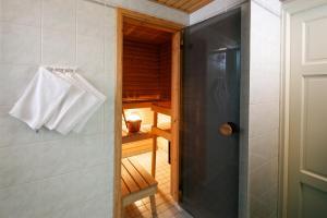 Vonios kambarys apgyvendinimo įstaigoje Hellsten Helsinki Senate
