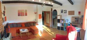 Ein Sitzbereich in der Unterkunft Gemütliche Wohnung im Grünen beim Hausbauer
