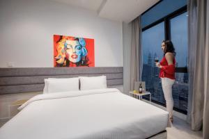 Cama o camas de una habitación en Expressionz Suites by iHost Global