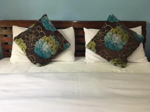 A bed or beds in a room at The Gardens Residence