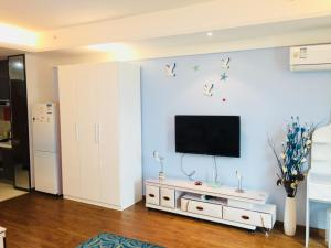 A television and/or entertainment center at Changsha Haocheng Condo Hotel