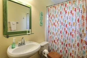 A bathroom at Cherry Street Cottage