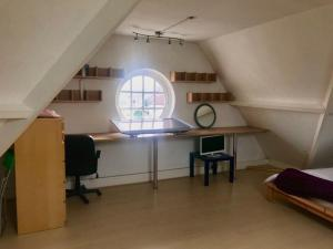 A kitchen or kitchenette at Cheap basic, no frills flat. Sleeps 6, suitable for construction workers?