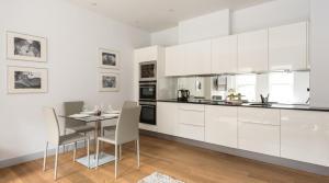 Küche/Küchenzeile in der Unterkunft South Molton by Lime Street