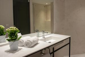 Bathroom sa MH Apartments Central Madrid