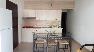 A kitchen or kitchenette at Vittoria House aptA-102