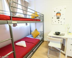 A bunk bed or bunk beds in a room at 1 Bedroom Apartment Otsuka TP #002