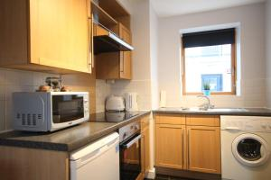 A kitchen or kitchenette at Handel's Apartments of Temple Bar