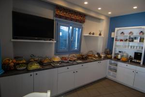 Cucina o angolo cottura di Unique Galini Oia - Adults Only