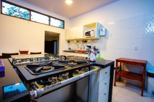 A cozinha ou cozinha compacta de Recanto de Maria Flor