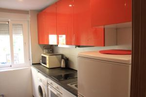 A kitchen or kitchenette at Madrid Rent 2