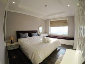 Comfy 2 Bedrooms Apartment with City View from Level 20 at Hoa Binh Green City
