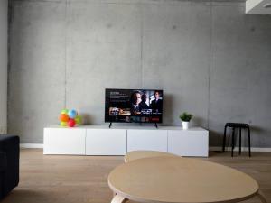 A television and/or entertainment center at Casa Farol da Praia
