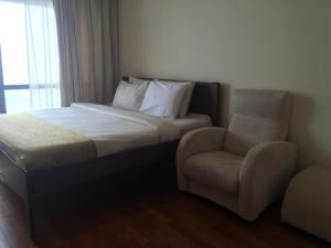 A bed or beds in a room at 1 IMBI SUITES TIMES SQUARE